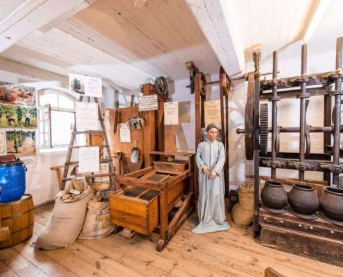 Historische Maschinen zur Gewürzverarbeitung