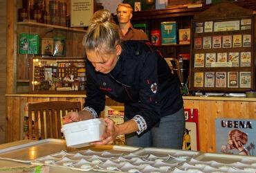 Küchenchefin Susanne Just in Aktion