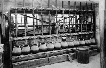Originaler Aufbau eines Stampfwerks für Gewürze